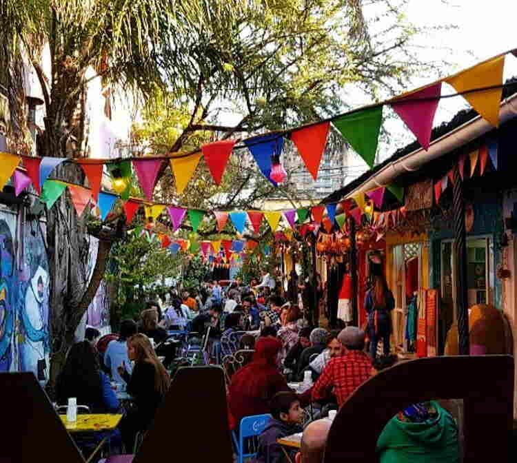 Bares, restaurantes y peñas en la capital recomendados