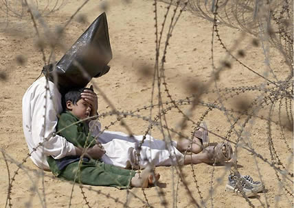 Iraqi prisoner with his child (Jean-Marc Bouju, France)