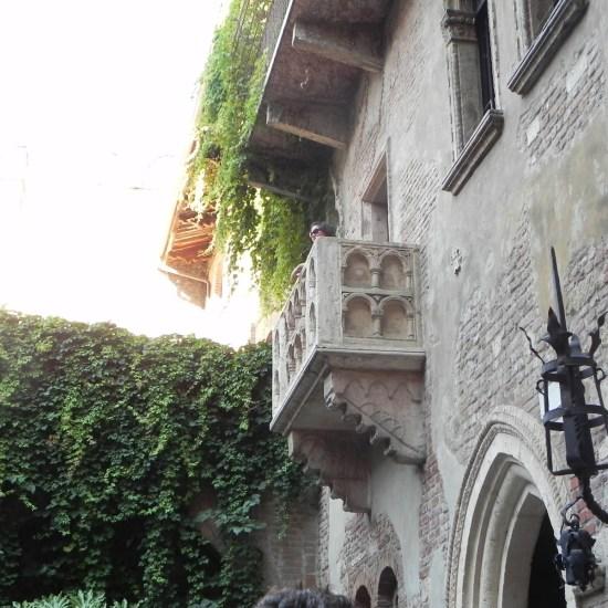 il celebre balcone della casa di giulietta a verona