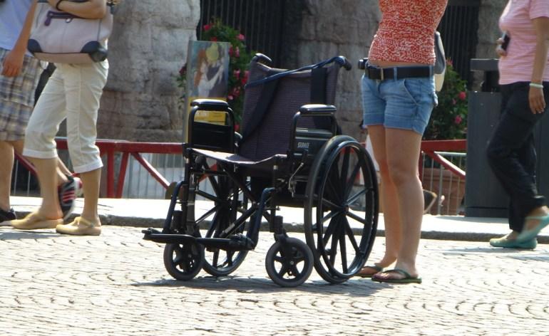 20120815 carrozzina vuota arena di verona