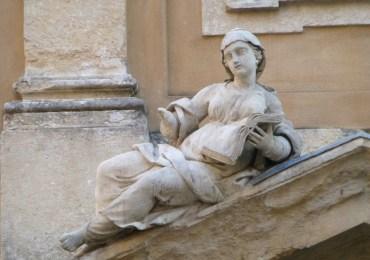 20120815 verona statua con libro