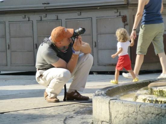 fotografo in piazza delle erbe