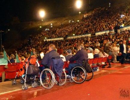 disabili in carrozzina all'arena di verona per il raduno degli alpini