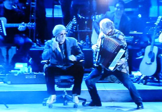 adriano celentano con fio zanotti alla fisarmonica concerto arena di verona