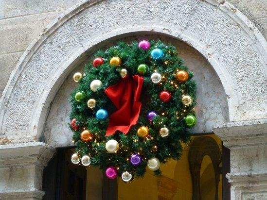 20121118-decorazionenatalemulticolorviarosaverona
