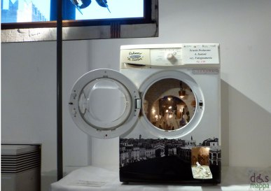 Lavatrice - Mostra concorso dei presepi con materiali riciclati a Palazzo della Ragione Verona