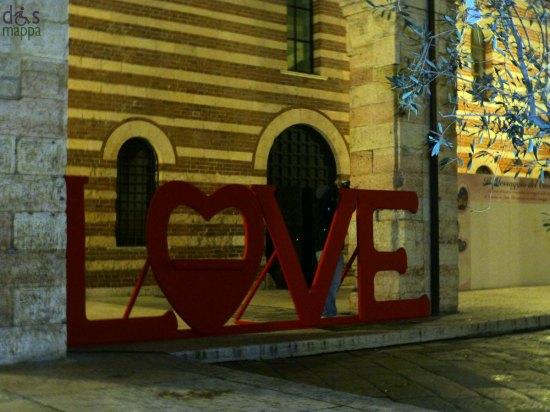 scritta love a verona per san valentino