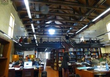 la sala lettura e consultazione della biblioteca arturo frinzi