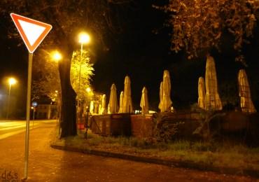 Verona deposito notturno bancarelle Piazza delle Erbe