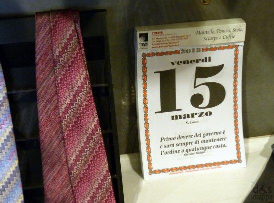 15 marzo su calendario in una vetrina del centro di verona con frase sul governo di giolitti