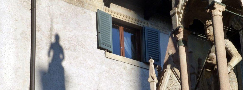 Ombra di Cangrande della Scala alle arche scaligere di Verona