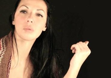 elisabetta fadini, ideatrice, organizzatrice e performer di rumors festival al teatro romano di verona