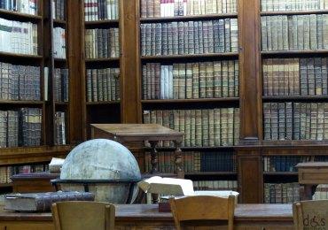 mappamondo e libri antichi e rari alla biblioteca storica di verona