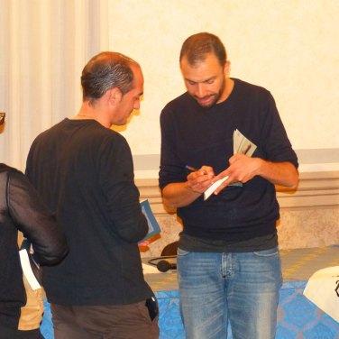 Ieri sera alla Sala Consigliare di Sant'Ambrogio di Valpolicella si è svolto il reading intervista con lo scrittore Fabio Genovesi, organizzato dal Club della Accanite Lettrici (Associazione Botta&Risposta), con l'accompagnamento del duo Luca Motta (chitarra) e Luca Pighi (batteria).