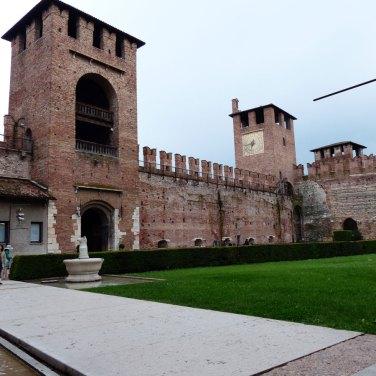 cortile del museo di castelvecchio a verona