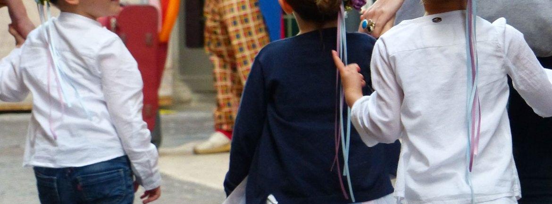 """Ideato e promosso dalla 1^ Circoscrizione Centro Storico, torna lo Spettacolo I Colori della Danza XI edizione Martedì 4 e Mercoledì 5 Giugno 2013 alle ore 21.00 al Teatro Romano La rassegna, che quest'anno è intitolata """"Danza senza Frontiere"""", intende offrire ai giovani ballerini un'occasione per mostrare al pubblico le proprie capacità, in una cornice splendida e importante quale il Teatro Romano. Partecipano gli allievi di 31 Scuole di Danza del territorio veronese. A corollario della manifestazione, visto il successo riscontrato lo scorso anno, anche in questa edizione verranno realizzate alcune brevi coreografie nello slargo che da piazza Erbe porta all'angolo tra via Cappello e via Mazzini, per invitare la cittadinanza a partecipare alle serate di spettacolo. Queste specie di Flash Mob si terranno tra le ore 15.00 e le ore 19.00 nei giorni delle serate di spettacolo."""
