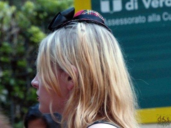 cappellino-scozzese-tartan-ragazza-verona