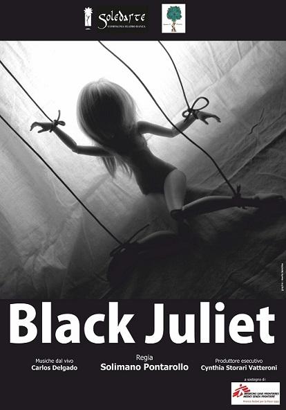 """Black Juliet Chiesa di Santa Maria in Chiavica, 1 agosto 2013, ore 21.oo Spettacolo teatrale a sostegno dell'impegno in Siria di Medici Senza Frontiere. PRESENTAZIONE Black è il colore della cortina eretta dall'insensibilità del mondo degli adulti verso gli adolescenti, in questo caso Giulietta. Black è la cecità del mondo dei genitori verso gli accadimenti che coinvolgono la figlia. Black è il sentimento negato, nascosto, scomparso, annichilito. Ma Black è anche la musica delle radici, quella africana, che racconta di relazioni, sentimenti, emozioni. La musica come elemento principe di trasferimento emotivo. La musica come unico strumento di vita. E allora BLACK JULIET racconta due mondi che non riescono ad incontrarsi. Adulti come automi, fantasmi, esseri di un mondo parallelo incapace di entrare davvero in contatto con la vita, con la vitalità di una giovane che affronta per la prima volta il grande sentimento dell'amore. E che non trova ascolto, sostegno, complicità se non nella musica semplice, diretta, vera, che arriva dalle radici dell'uomo, da quel mondo, l'Africa, in cui il BLACK è il colore della pelle, assorbimento di tutti i colori del mondo. Papà Capuleti, Monna Capuleti e Balia sono il mondo che non ascolta Giulietta, che fa degli eventi un uso personale, che anzichè essere proteso verso il bene della figlia è proteso verso il bene, presunto, di sè. I Musicisti invece sono semplicemente la verità, qui e ora dei sentimenti eterni, immutabili, 450 anni fa o adesso. Ma nonostante questo il destino è segnato: nessuno è salvo ... """"ALL ARE PUNISHED"""" - Romeo & Juliet, Prince, ACT V. PERSONAGGI ED INTERPRETI GIULIETTA - Rachele Pesce PAPA' CAPULETI - Andreapietro Anselmi MONNA CAPULETI - Sara Callisto BALIA - Solimano Pontarollo MUSICHE SCRITTE E CANTATE DA: Carlos Sidonio Gomes Delgado Accompagnato alla chitarra da: Correia Jamil"""