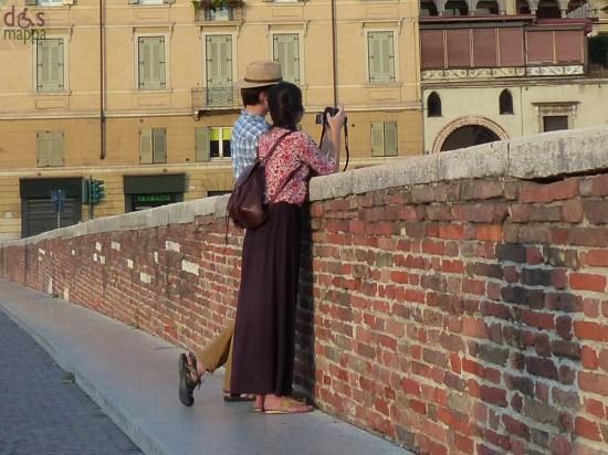 20130828-foto-turisti-ponte-pietra-verona