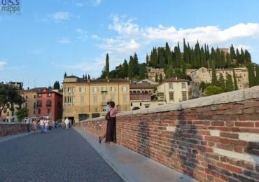 20130828-verona-foto-turisti-ponte-pietra