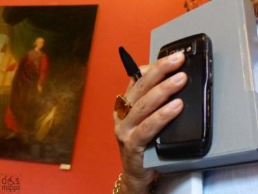 """Martedì 27 agosto 2013 alle ore 21, al Teatro Romano di Verona va in scena """"Ferite a morte"""", uno spettacolo di Serena Dandini sulla realtà sempre tremendamente attuale del femminicidio. Ferite a morte scritto e diretto da SERENA DANDINI a sostegno della convenzione NO MORE Contro la violenza maschile sulle donne - femminicidio una produzione MISMAOND Di ritorno da Bruxelles, dove è stato rappresentato nella sede del Parlamento Europeo, il reading Ferite a morte - tratto dal libro omonimo di Serena Dandini edito da Rizzoli - fa tappa a Verona nell'ambito del cartellone VenerAzioni 2013. Lo spettacolo vede la partecipazione, tra le altre, di Serena Dandini, Maura Misiti, Lella Costa, Orsetta De Rossi, Sonia Bergamasco, Gigliola Cinquetti."""