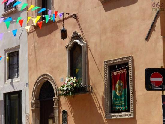 Altro appuntamento tipico e irrinunciabile per chi vive nella città antica, è quello con la festa dell'Assunta, il 15 agosto, al quartiere Carega dove, dopo l'intervento del vescovo verso mezzogiorno, sarà offerto un piatto caldo a tutti i presenti.