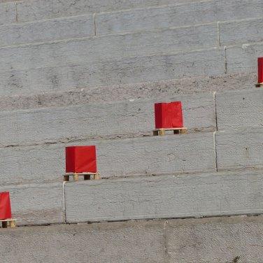 """""""LANTERNE SULL'ADIGE"""" Martedì 6 agosto 2013 - Verona Parole e musica per la commemorazione delle vittime dell'olocausto nucleare - Hiroshima e Nagasaki 1945 1) presso il Comune di Verona alle 17,30 : commemorazione fino alle 18,30 2) presso la Vasca dell'Arsenale - Castelvecchio - Verona dalle ore 20.00 alle ore 21.30 per deporre le lanterne sull'Adige Portate con voi brevi letture e pensieri da condividere, e candele, fiaccole, bandiere!"""