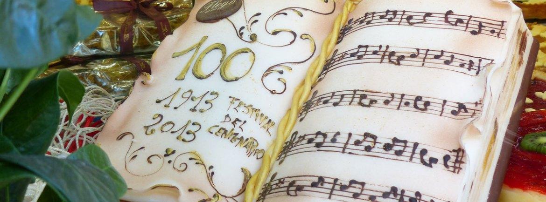 Esattamente 100 anni fa, il 10 agosto del 1913, andava in scena la prima opera all'Arena di Verona, Aida di Giuseppe Verdi. Ecco la torta che la Pasticceria Flego in via Rosa ha dedicato al Festival del Centenario