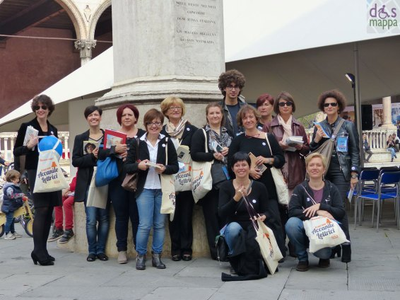 Book flash mob Accanite lettrici