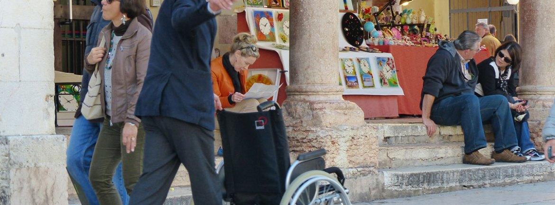 20131019-martino-carrozzina-disabile-vuota-verona