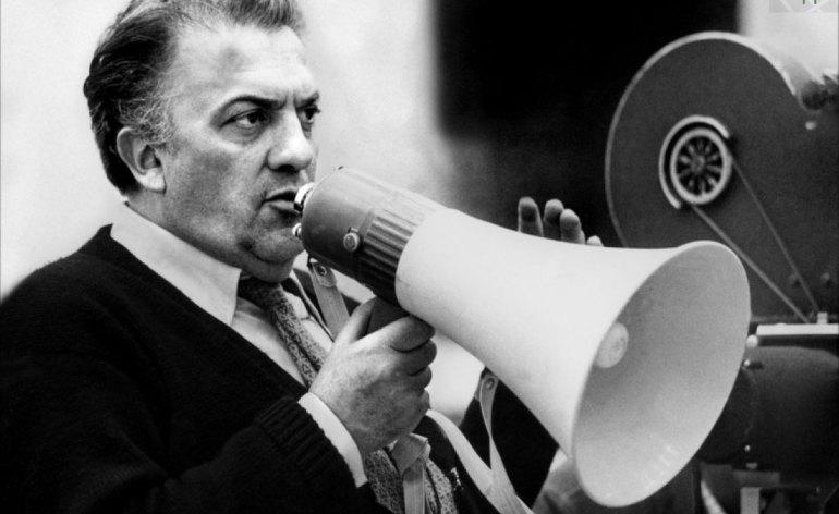 31 ottobre 1993-31 ottobre 2013 - Ricordo di Federico Fellini felliniA vent'anni dalla scomparsa del grande maestro, il Centro Audiovisivi lo ricorda con una programmazione particolare. Giovedì 31 ottobre 2013 - ore 15.00 Sala Farinati della Biblioteca Civica Proiezione di un documentario del 1969 girato durante la lavorazione del Satyricon: ritrae il suo metodo di lavoro, la scelta dei personaggi, le visioni dell'artista. A seguire: proiezione del mediometraggio (43 min.) diretto da Fellini e tratto dal racconto di E. A. Poe Non scommettere la testa col diavolo. Ingresso libero fino ad esaurimento dei posti.