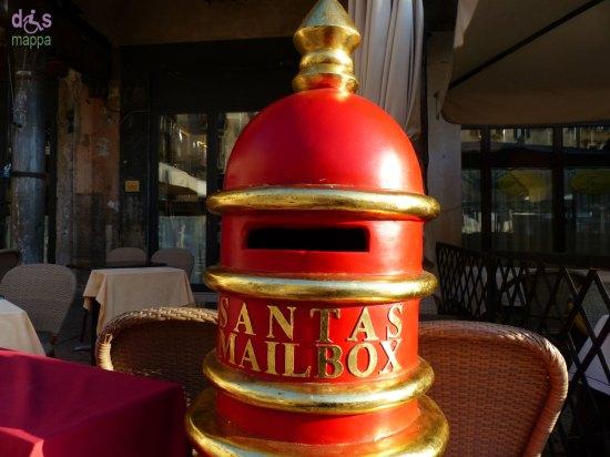 La cassetta per le lettere a Babbo Natale in Piazza Erbe a Verona