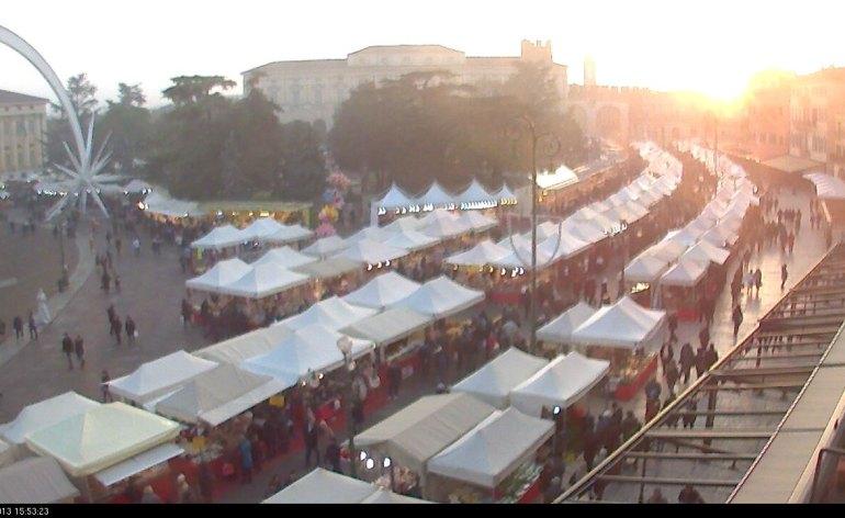 20131211-bancarelle-santa-lucia-webcam-verona