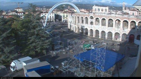 20131228-palco-concerto-san-silvestro-piazza-bra-verona