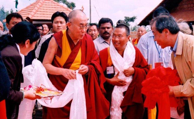 Il Dalai Lama visita il centro Karuna Home for the disabled in India