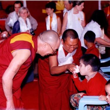 Il Dalai Lama e i bambini di Karuna Home