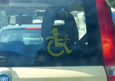 20130812 adesivo disabile carrozzina auto verona