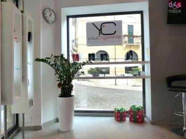 Il negozio youCigarette è a livello della strada, con porta di entrata ampia che si apre verso l'interno, quindi accessibile in carrozzina. Il negozio offre consigli e prove gratuite di sigarette elettroniche e vende i relativi prodotti.