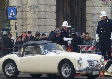 Lunedì 6 gennaio alle 10.30 inizia la tradizionale Befana del vigile, con le sfilate di auto d'epoca che si fermano a portare doni per i bisognosi al vigile in Piazza Bra.