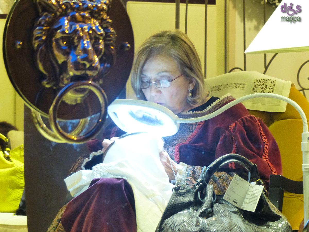 20140214 Ricamatrice costume epoca Giulietta via Garibaldi Verona