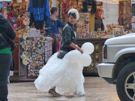 20140322 Ragazza sposa addio nubilato Piazza Erbe Verona