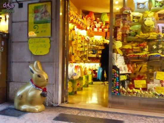 20140329 Negozio dolci coniglietto Lindt via Roma Verona