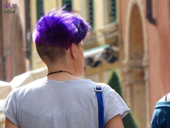 20140406 Ragazza capelli viola purple via Stella Verona