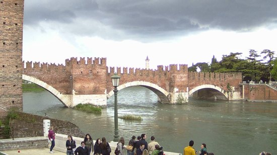 20140415 New webcam Verona ponte Castelvecchio Adige