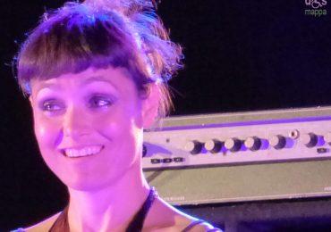 Al termine del concerto di Musica nuda a Valeggio la cantante Petra Magoni ha accettato di essere testimonial di accessibilità per disMappa