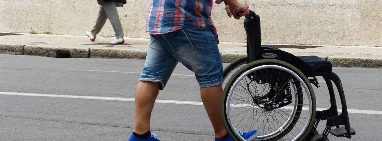 20140731 Carrozzina disabile vuota Verona