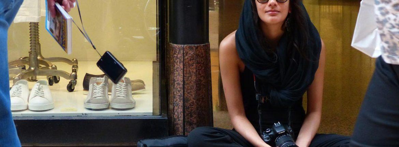 20140731-Turista-in-nero-via-Mazzini-Verona-01-