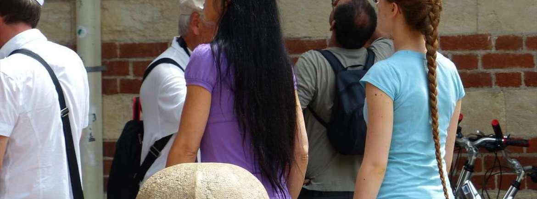 20140720 Turiste capelli lunghi Piazza Erbe Verona