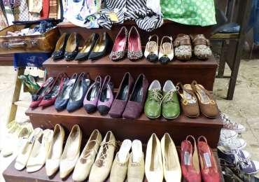 Mr. Gulliver, il negozio di abbigliamento vintage e usato in vicolo Morette a Verona (piccola traversa di via Roma), è accessibile a chi si muove in carrozzina, anche i camerini, chiusi con una tenda, sono sufficientemente spaziosi. Il marciapiede esterno non è spazioso.