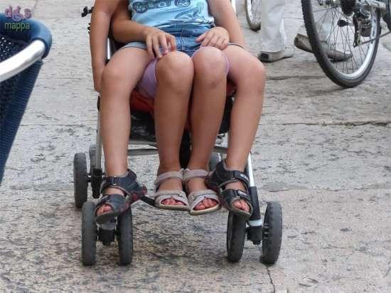 20140909 Bambini carrozzina quattro gambe Verona